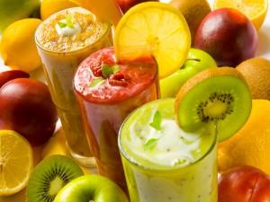 Tres ricos smoothies de frutas