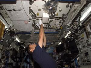 Astronauta en una nave