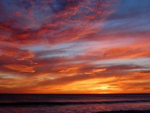 Un bonito cielo sobre el mar