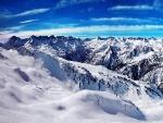Cadena montañosa cubierta de nieve