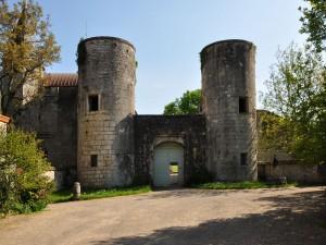 Las torres de entrada al castillo de Germolles