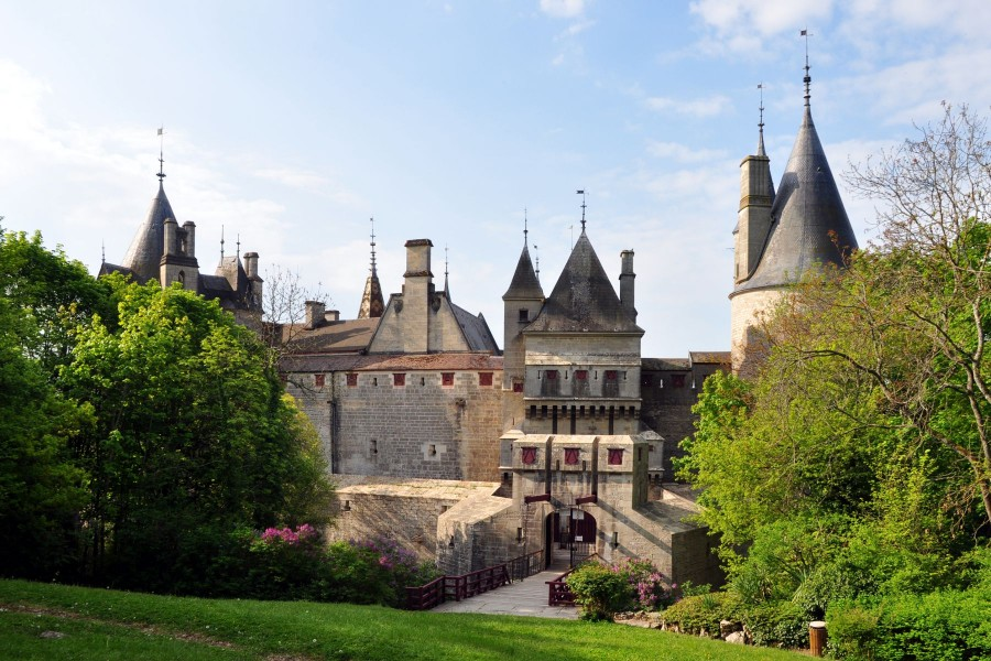 Entrada al castillo de La Rochepot