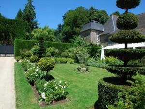 Jardín junto al castillo de la Ballue (Francia)