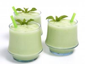 Ricos smoothies aromatizados con menta