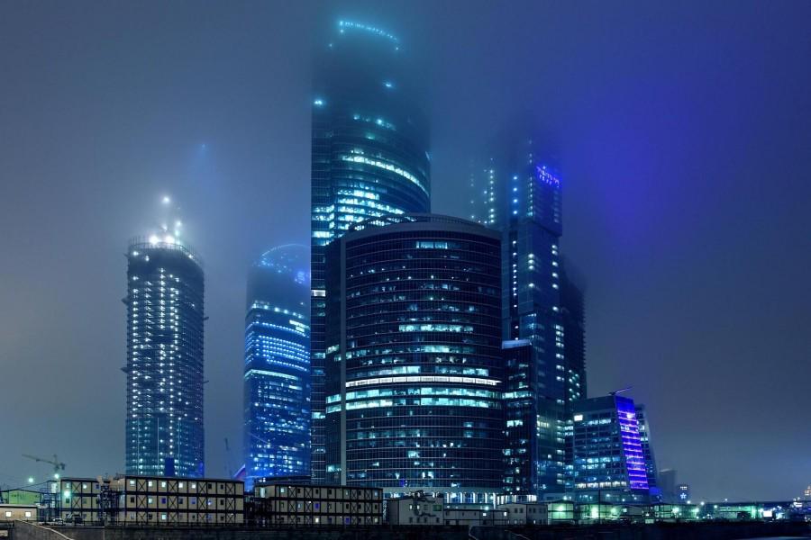 Edificios con luces encendidas