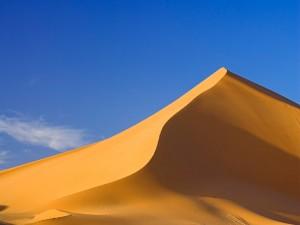 Montaña de arena en el desierto