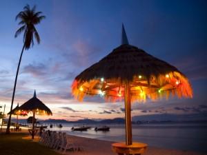 Iluminada y atractiva playa en Malasia