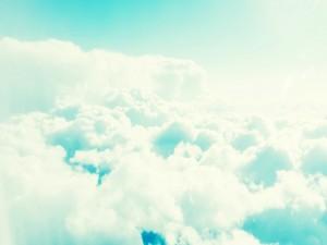 Nubes iluminadas por el sol