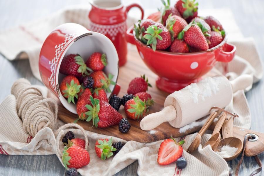 Fresas y moras para hacer un pastel