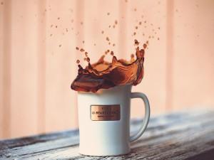 Café derramándose