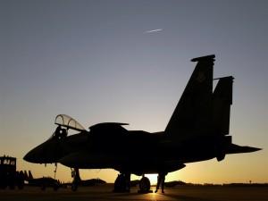 Avión militar en la base
