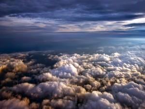 Sobre las nubes