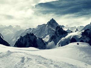 Nieve en lo alto de las montañas