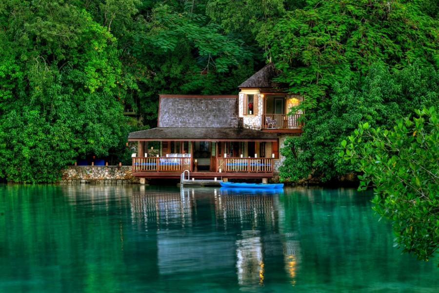 Impresionante casa junto al agua