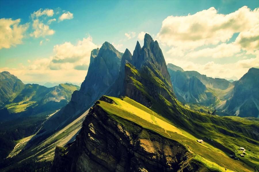 Hermosas montañas escarpadas
