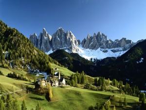 Bonito pueblo en las montañas