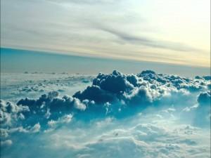 Sobre las gruesas nubes