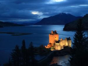 Castillo iluminado al amanecer