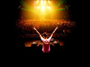 DJ en una macro fiesta