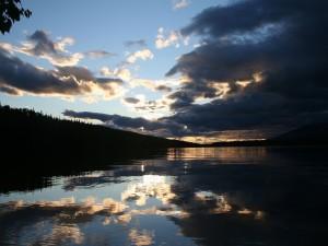 Amanece sobre el lago