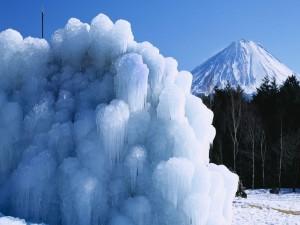Hielo sobre la nieve