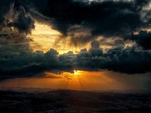 Nubes sobre el sol