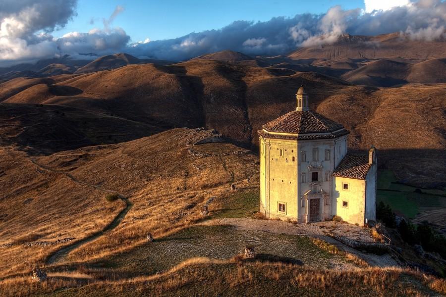 Iglesia en un paraje solitario