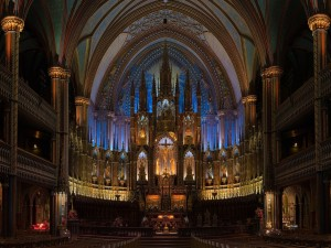 Interior de una gran Catedral
