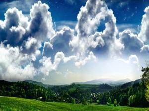 Nubes sobre un pueblo verde