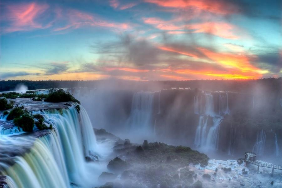 Amanece sobre las cataratas de Iguazu