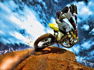 Moto Suzuki en una competición de motocros