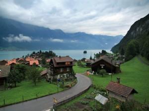 Comuna de Brienz a orillas del lago de Brienz (Suiza)