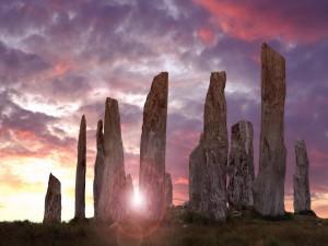 Sol iluminando las Piedras de Callanish