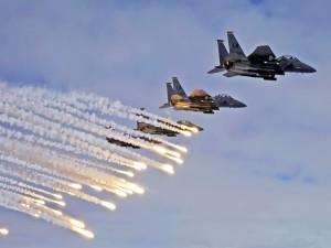 Aviones lanzando misiles