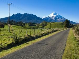 Carretera hacia una bonita montaña
