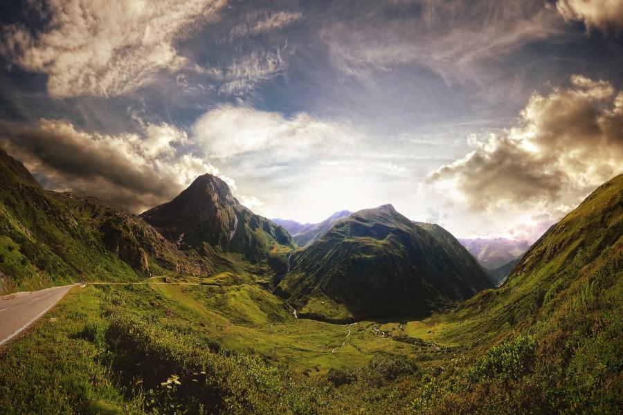 Carretera entre montañas
