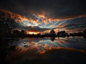 Reflexión al amanecer
