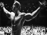 Un musculoso Arnold Schwarzenegger