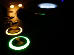 Mesa de DJ iluminada