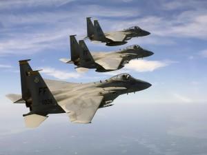 Tres cazas F-15C Eagle de la USAF