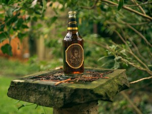 Una botella de cerveza Burns Ale (Master Brewer's Choice)