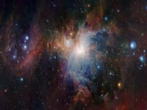 Brillantes estrellas en una nebulosa