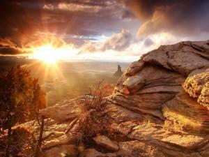 Sol dando luz al Valle de los Monumentos