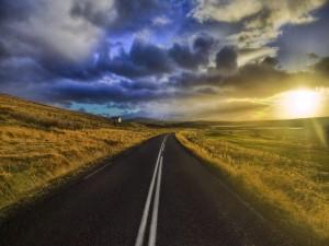Sol visto desde una carretera