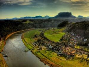 Pueblo junto al río