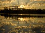 Cielo reflejado al amanecer