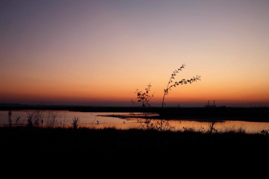 Laguna vista al amanecer