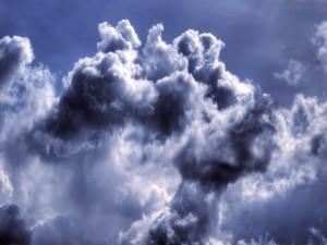 Nubes espesas en el cielo