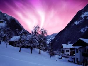 Bonito amanecer en un paraje cubierto de nieve