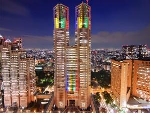 Noche iluminada en Tokio (Japón)